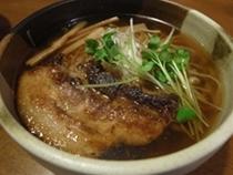 国産大豆生醤油使用 醤油らーめん02